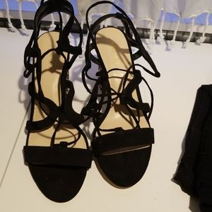 Nine West 11M black strappy block heels sandals